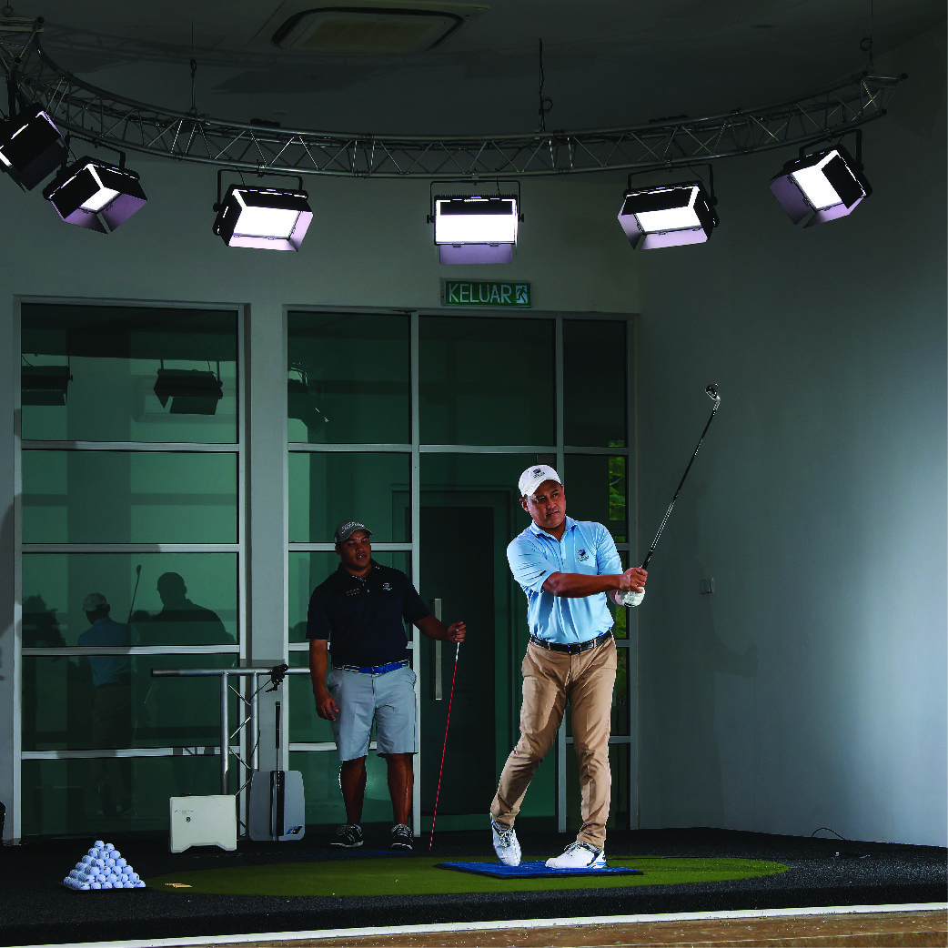 Golfer works on his game with golf lessons at The Els Club
